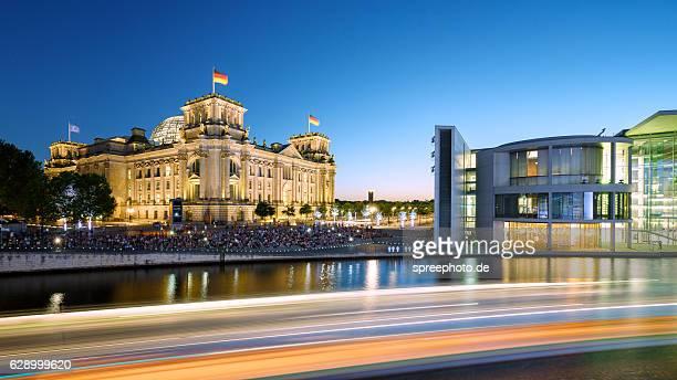 berlin reichstag - bundestag stock-fotos und bilder