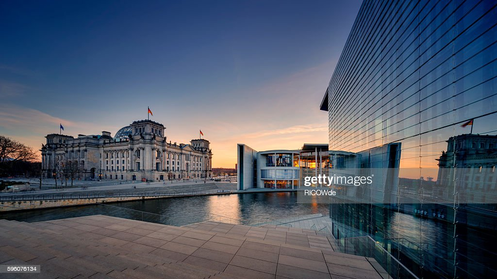 Berlin Reichtstag with spree river : Stock-Foto