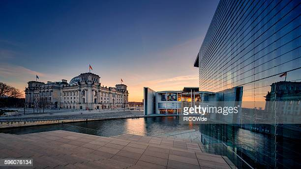 berlin reichtstag with spree river - berlin stock-fotos und bilder