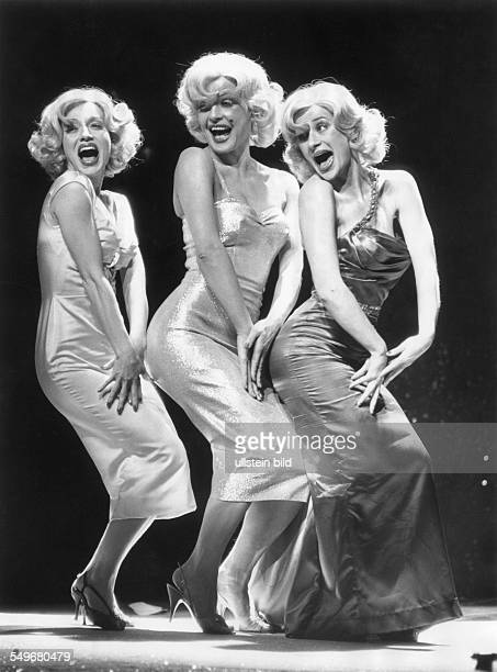 Berlin Schillertheater Leben und Tod der Marilyn Monroe von Gerlind Reinshagen v li Therese Dürrenberger Hildegard Schmahl und Daphne Moore Regie...