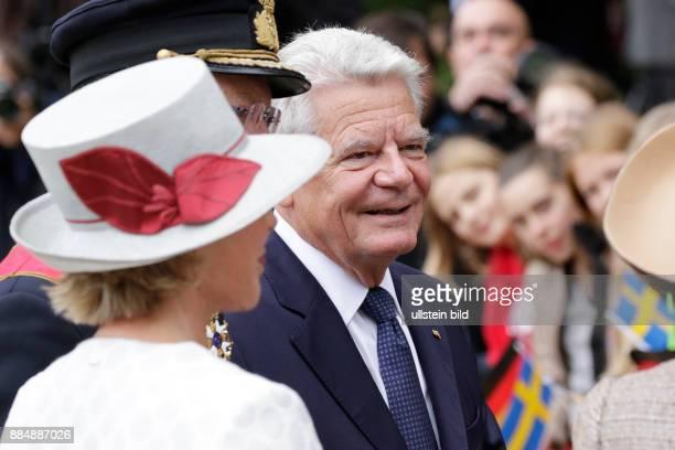 Berlin Schloss Bellevue Staatsbesuch Ihrer Majestäten König Carl XVI Gustaf und Königin Silvia von Schweden Foto Bundespräsident Joachim Gauck