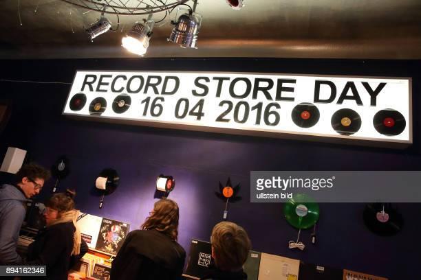 RECORD STORE DAY 2016 Berlin Schöneberg DODO BEACH der Schallplattenladen in Berlin Schöneberg Zahlreiche Kunden und VinylSammler haben sich am...