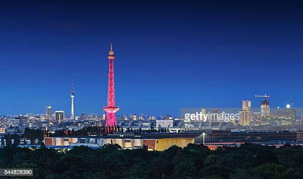 berlin - skyline at blue hour with radio tower and tv-tower - berliner funkturm stock-fotos und bilder