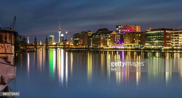 "berlin skyline ""mediaspree"" with famous oberbaumbrücke and television-tower (kreuzberg-friedrichshain, berlin, germany) - フリードリッヒハイン ストックフォトと画像"