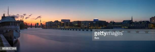 "berlin skyline panorama ""mediaspree"" at sunset, with famous oberbaumbrücke and television-tower (kreuzberg-friedrichshain, berlin, germany) - フリードリッヒハイン ストックフォトと画像"