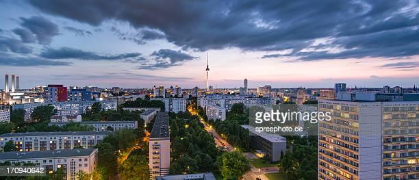 berlin skyline panorama with fernsehturm - フリードリッヒハイン ストックフォトと画像