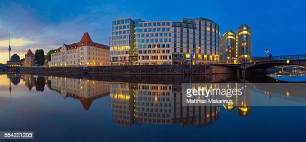 berlin skyline panorama with reflection - makarinus stock photos and pictures