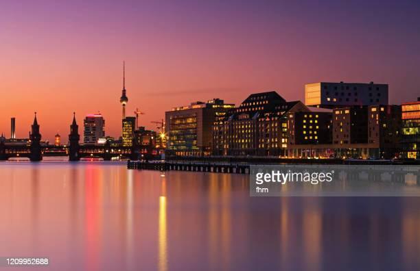 berlin skyline sunset - フリードリッヒハイン ストックフォトと画像