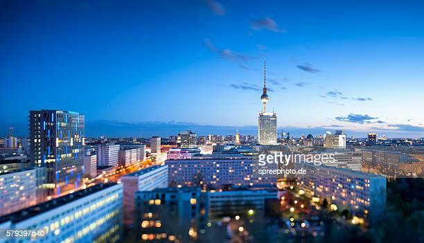 berlin skyline with bokeh tilt shift - kleinstadt stock-fotos und bilder
