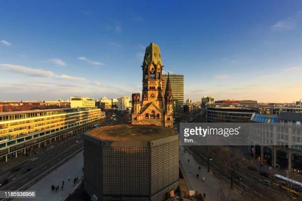 berlin skyline with kaiser-wilhelm memorial church (kaiser-wilhelm-gedächtnis-kirche) - berlin-charlottenburg, germany - kirche ストックフォトと画像
