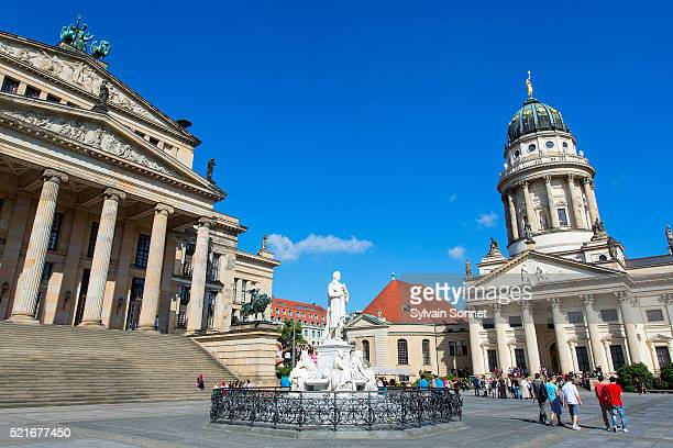 berlin, statue of friedrich schiller in the gendarmenmarkt - gendarmenmarkt stock pictures, royalty-free photos & images