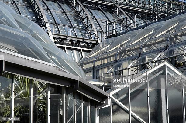 Botanischer Garten Kakteenhaus und Großes Tropenhaus Glashaus Glashäuser Gewächshäuser Aussenansicht