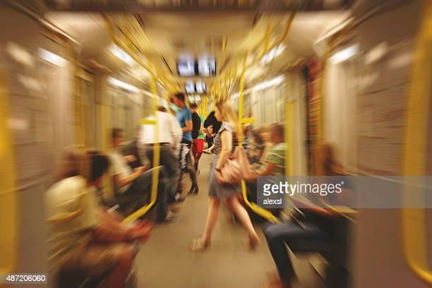 berlin u-bahn u-bahn in der rush hour - u bahn stock-fotos und bilder