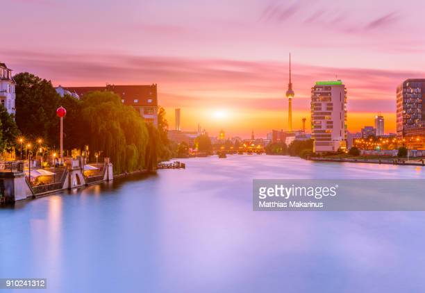 berlin summer spree sunset skyline - makarinus stock photos and pictures