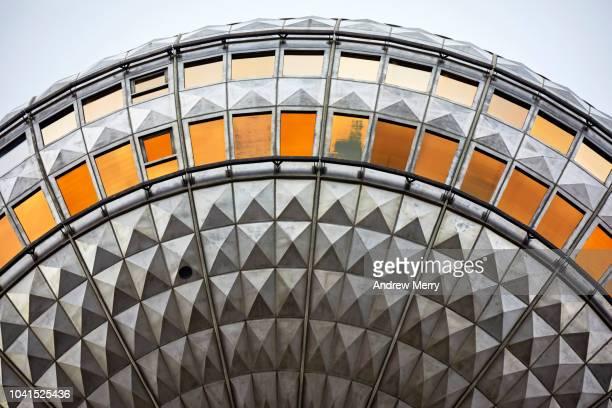 berlin television tower, tv tower, berliner fernsehturm, germany - alemania del este fotografías e imágenes de stock
