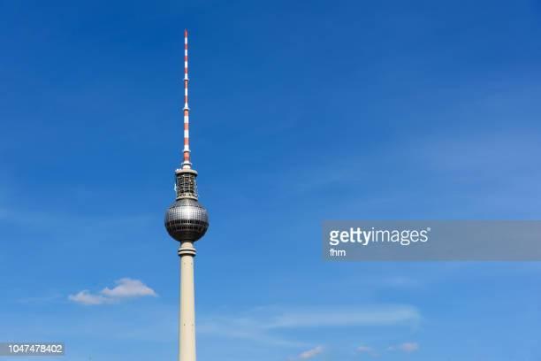 berlin - television tower with blue sky (alexanderplatz/ germany) - antenne stock-fotos und bilder