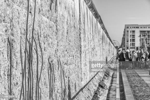 berlin - the berlin wall - cold war stock pictures, royalty-free photos & images
