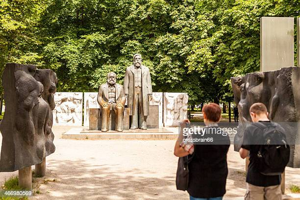 berlin - tourits looking at marx-engels statue - karl marx stock photos and pictures