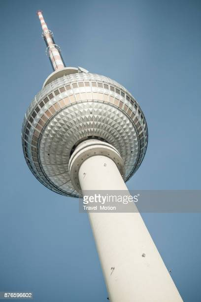 berliner fernsehturm - berliner funkturm stock-fotos und bilder