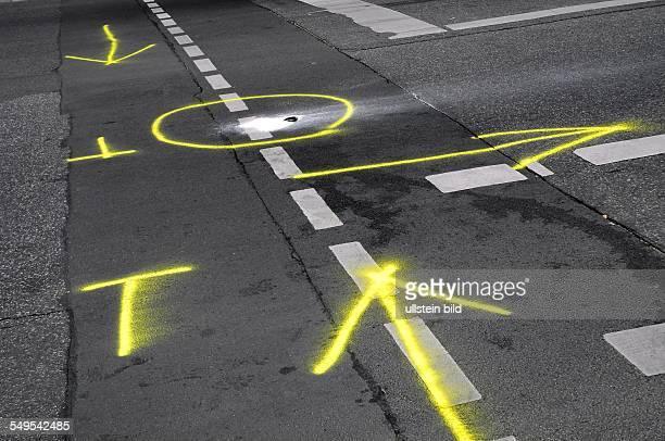 Berlin Verkehrsunfall Fussgaenger auf der Kreuzung Koepenicker Strasse / HeinrichHeineStrasse von PKW angefahren