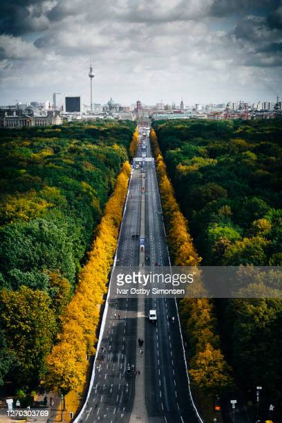 berlin, view from victory column towards brandenburg gate - city gate stock pictures, royalty-free photos & images