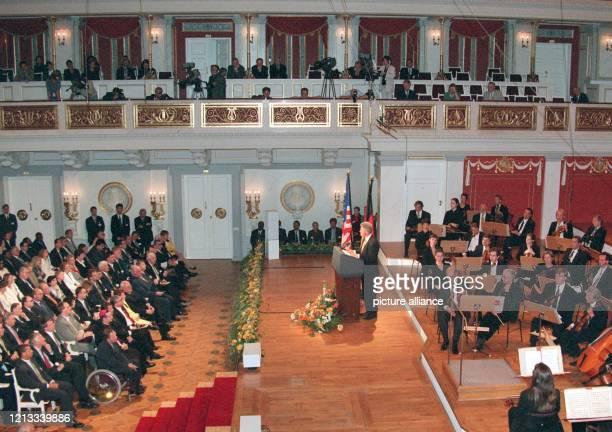 Vor geladenen Gästen hält USPräsident Bill Clinton am eine programmatische Rede zu dem zukünftigen Verhältnis zwischen Europa und den USA im Berliner...