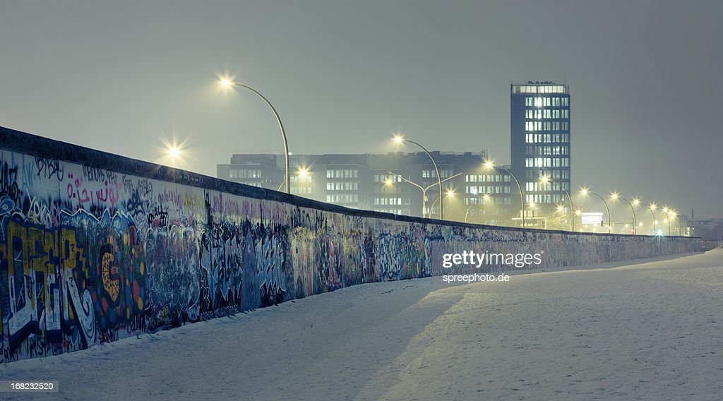 Berlin wall at winter with mist an nightlights : Stock Photo
