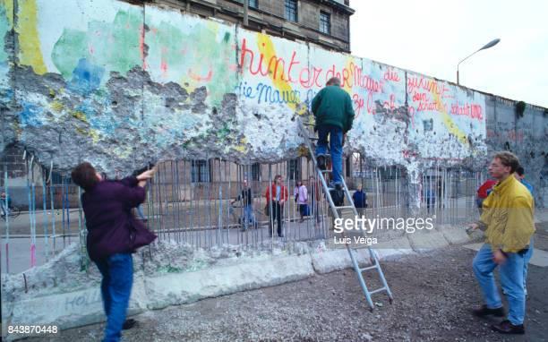 Berlin Wall between Brandenburg Gate and Reichstag on December 27, 1989.