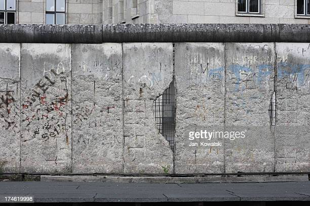 berlin wall - cold war stock pictures, royalty-free photos & images