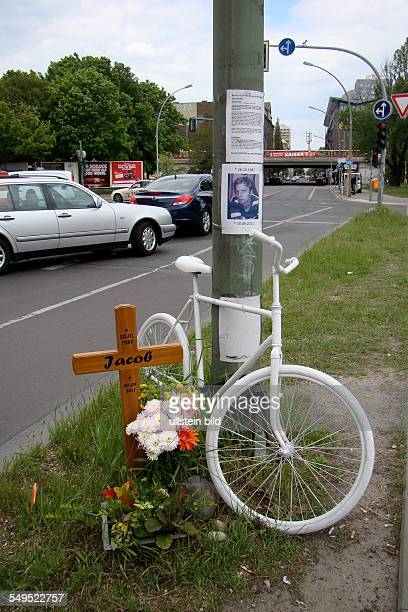 White Bicycle in rememberance for the places where a bicycle rider died in an accident