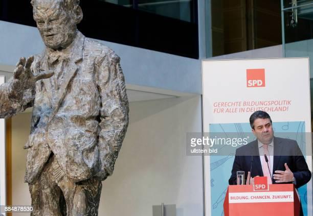 Berlin Willy_Brandt_Haus SPDBildungskongress mit Sigmar Gabriel und der französischen Bildungsministerin Najat VallaudBelkacem Foto Sigmar Gabriel...