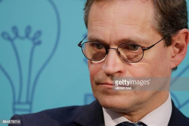 Berlin Willy_Brandt_Haus SPDBildungskongress mit Sigmar Gabriel und der französischen Bildungsministerin Najat VallaudBelkacem Foto Regierende...