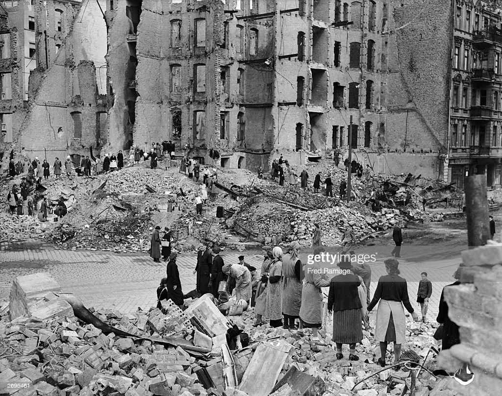 Bombed Out City : News Photo