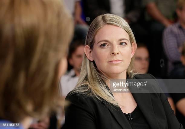 Berlin ZDF PolitTalk Maybrit Illner Thema Alles oder nichts wird Deutschland jetzt Weltmeister Foto Nia Künzer Weltmeisterin 2003