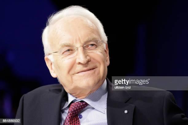 Berlin ZDF PolitTalk 'Maybrit_Illner' Thema Koalition der Wenigen Wer steht noch zu Merkel Foto Edmund Stoiber Ehrenvorsitzender der CSU und...