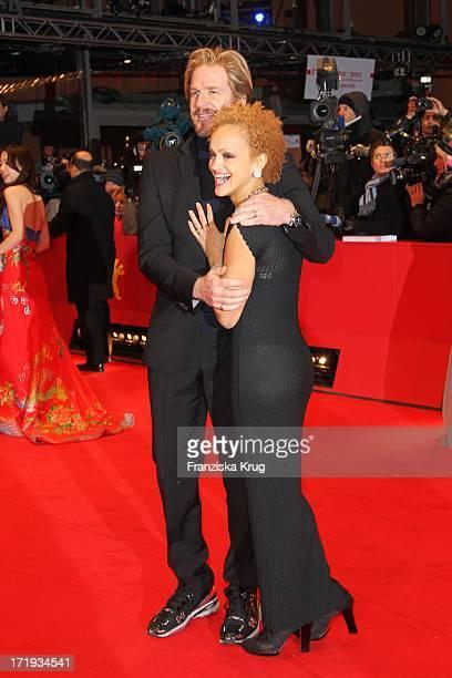 Matthew Modine Und Ehefrau Caridad Rivera Bei Der Premiere Des Eröffnungsfilms Farewell My Queen In Berlin