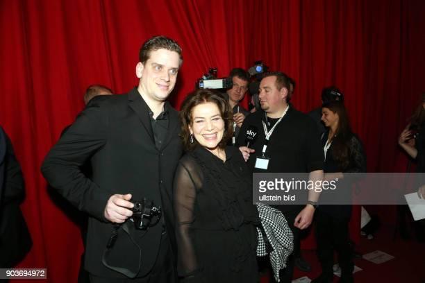 63 Berlinale Abendempfang in der LV NRW auf Einladung der Filmstiftung NRW Hannelore Elsner und Sohn Dominik