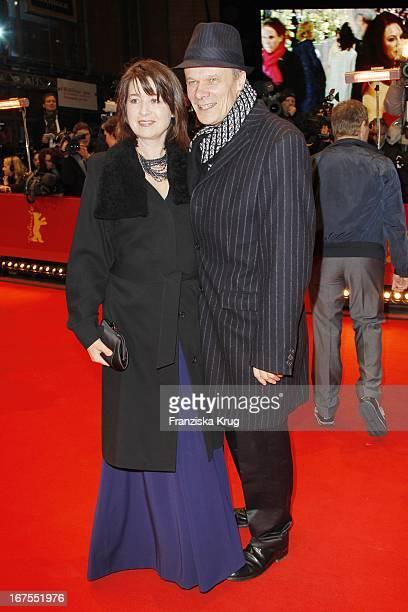 Edgar Selge Und Ehefrau Franziska Walser Bei Der Premiere Des Eröffnungsfilms True Grit