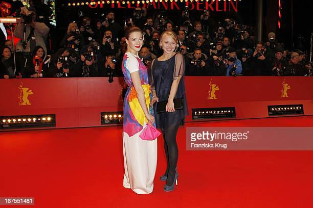 Hannah Herzsprung Und Anna Maria Mühe Bei Der Premiere Des Eröffnungsfilms True Grit