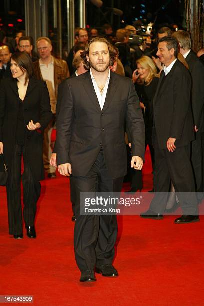 Russell Crowe Bei Premiere Von 'A Beautiful Mind' In Berlin Am 120202