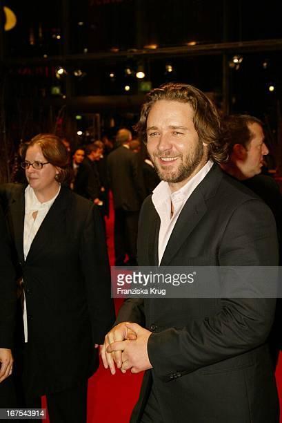 Russell Crowe Bei Premiere Von A Beautiful Mind In Berlin Am 120202