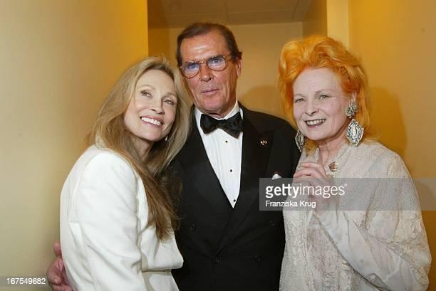 "Schauspielerin Faye Dunaway + Schauspieler Roger Moore + Modedesignerin Vivienne Westwood Bei ""Cinema For Peace"" Gala Am Rande Der Berlinale Am..."