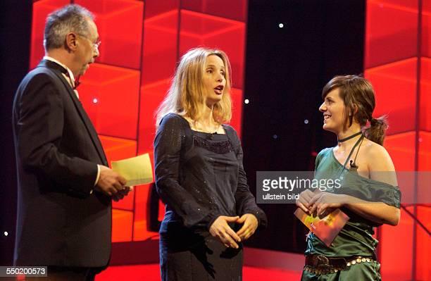 BerlinaleLeiter Dieter Kosslick Schauspielerin July Delpy und Moderatorin Sarah Kuttner anlässlich der Verleihung der SHOOTING STAR AWARD 2006...
