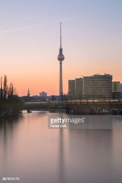 Berliner Fernsehturm (TV tower) and Spree River at sunset