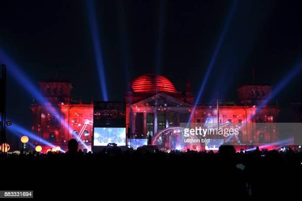Berlin-Mitte: Festveranstaltung vor dem Reichstagstagsgebäude am Tag der Deutschen Einheit 2015. Anlässlich des 25-jährigen Jubiläums wohnten...