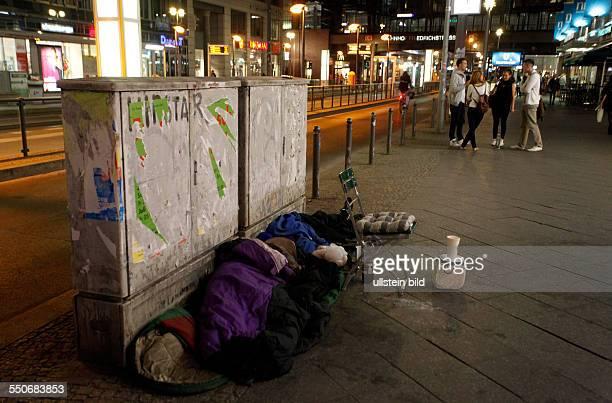 Wohnungslosigkeit in der Hauptstadt Immer mehr Armutsflüchtlinge zieht es nach Berlin Offenbar osteuropäische Obdachlose kampieren mit ihren...
