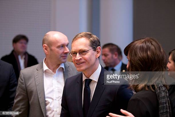 Berlin's designated Mayor Michael Mueller arrives to the signing ceremony of the coalition agreement between SPD Die Linke and Buendnis 90 Die...