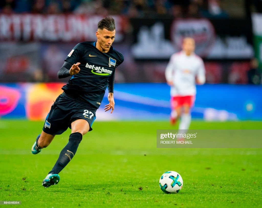 Berlin's German forward Davie Selke plays the ball during the German first division Bundesliga football match between RB Leipzig and Hertha BSC Berlin in Leipzig, eastern Germany on December 17, 2017. /