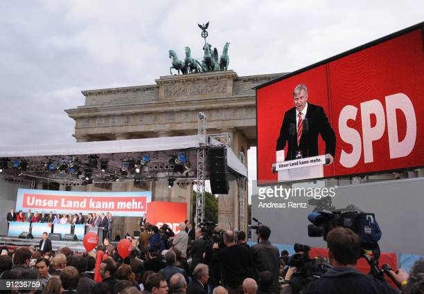 Berlin's mayor Klaus Wowereit of the German Social Democrats speaks to supporters during an SPD election campaign rally in front of the Brandenburg...