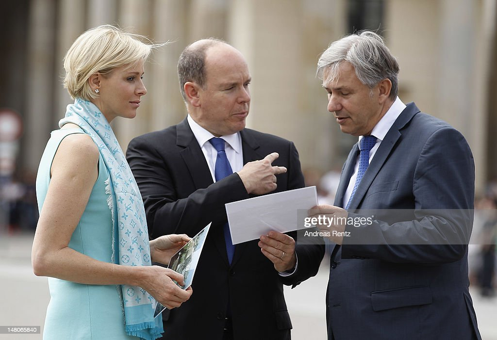 Prince Albert II of Monaco and Princess Charlene Visit Brandenburg Gate : Nachrichtenfoto
